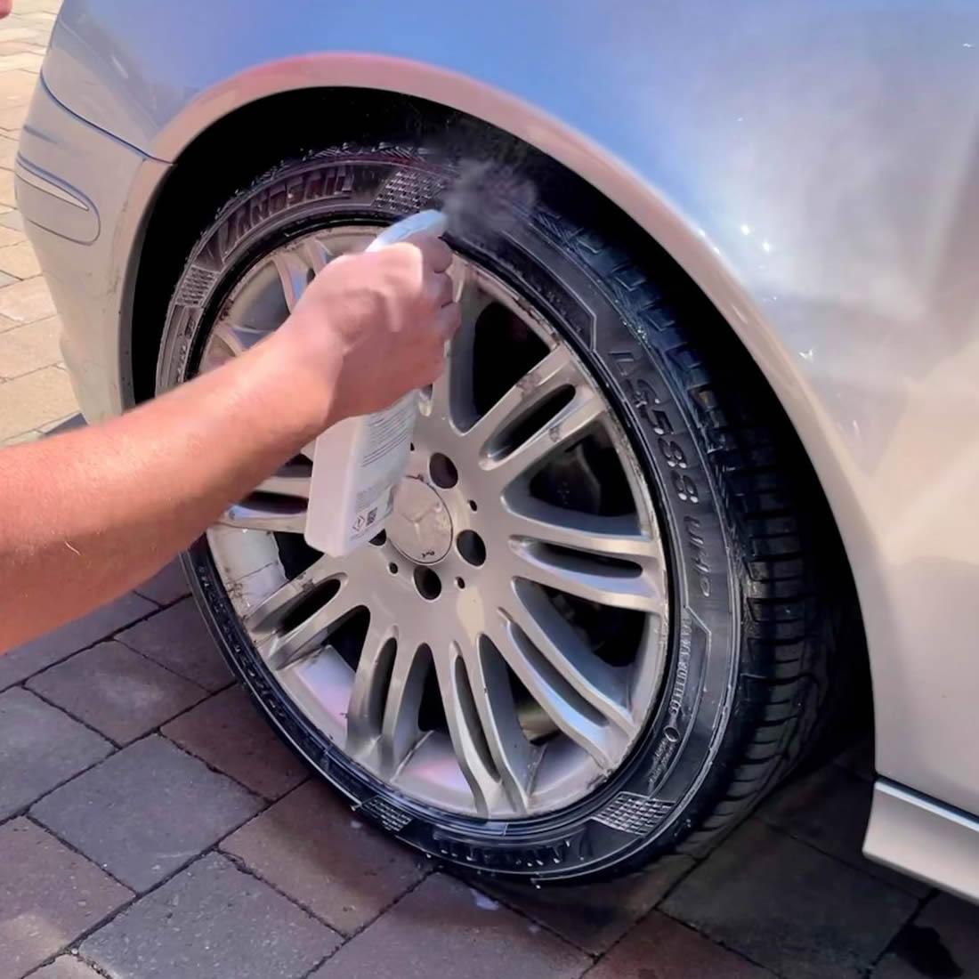 Autoglym Instant Tyre Dressing Application