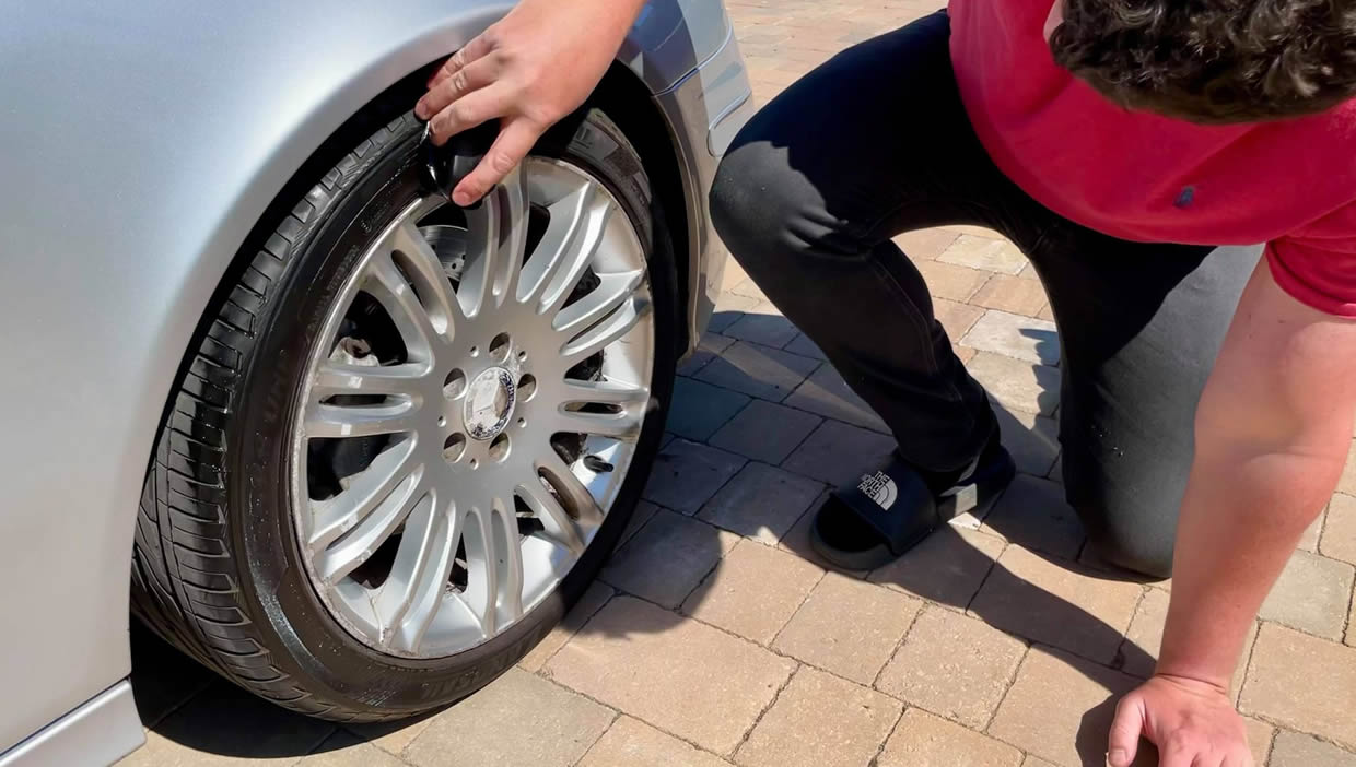 How To Use Tyre Dressing